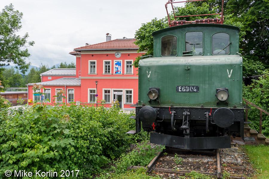Bahnhof Murnau mit E69 04 am 05.06.2017