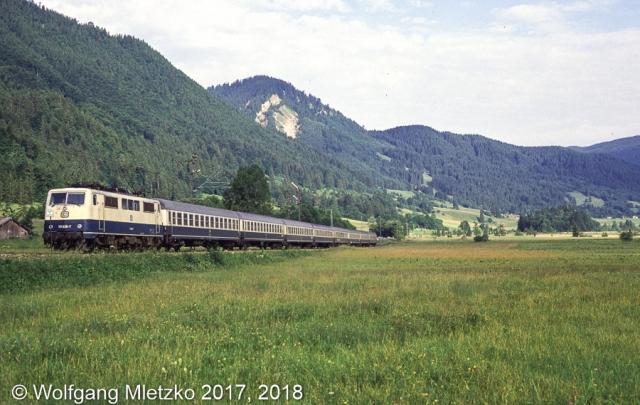 111 028-7 Passionsspielsonderzug bei Oberammergau am 30.06.1990