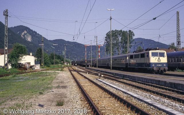 111 028-7 Passionsspielsonderzug in Oberammergau am 30.06.1990