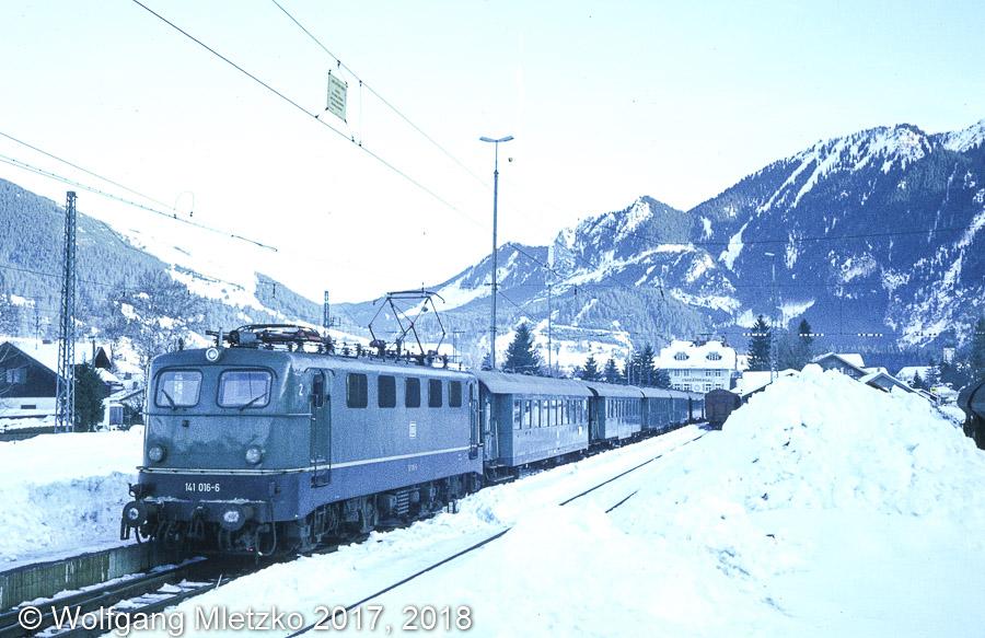 141 016 in Oberammergau Sport Scheck Sonderzug am 16.01.1982