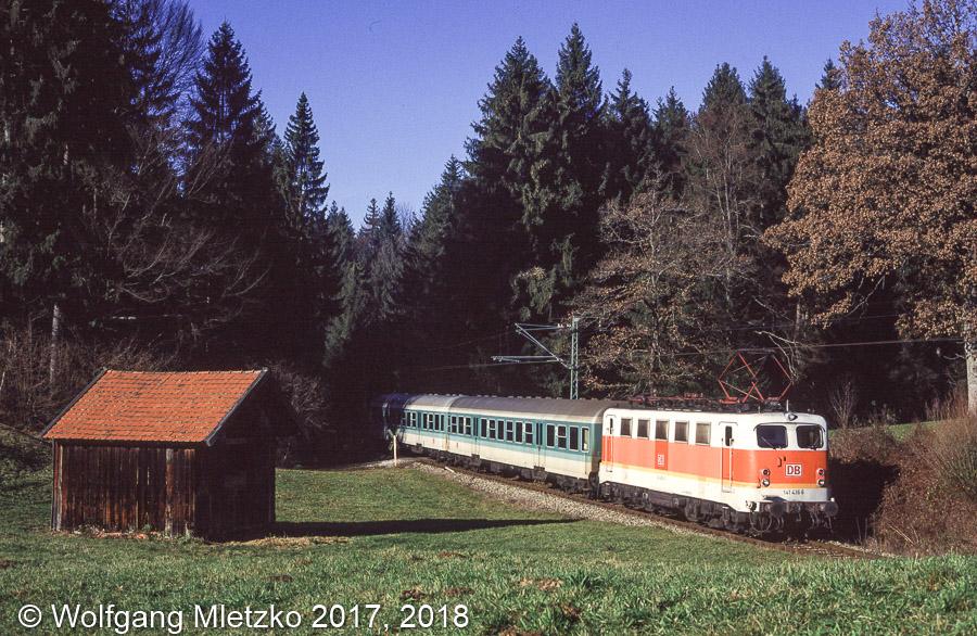 141 436 bei Grafenaschau in S-Bahn Lackierung am 03.12.1994