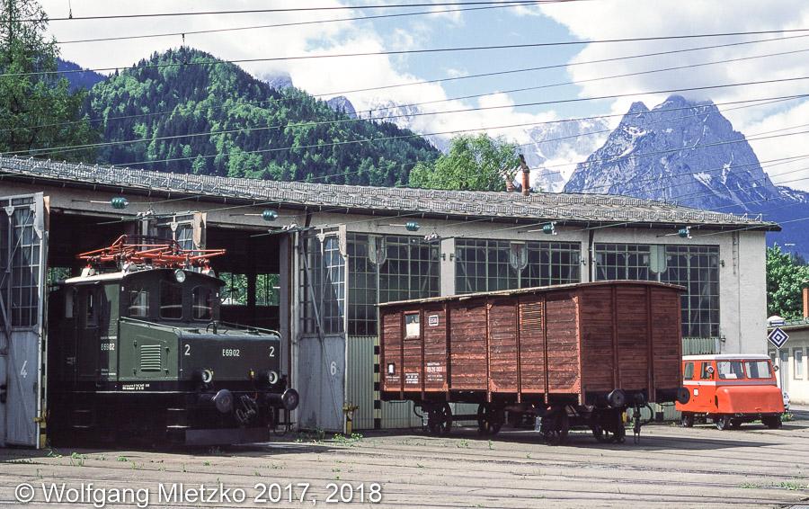 E69 02 im BW Garmisch mit Waxenstein am 19.05.2001