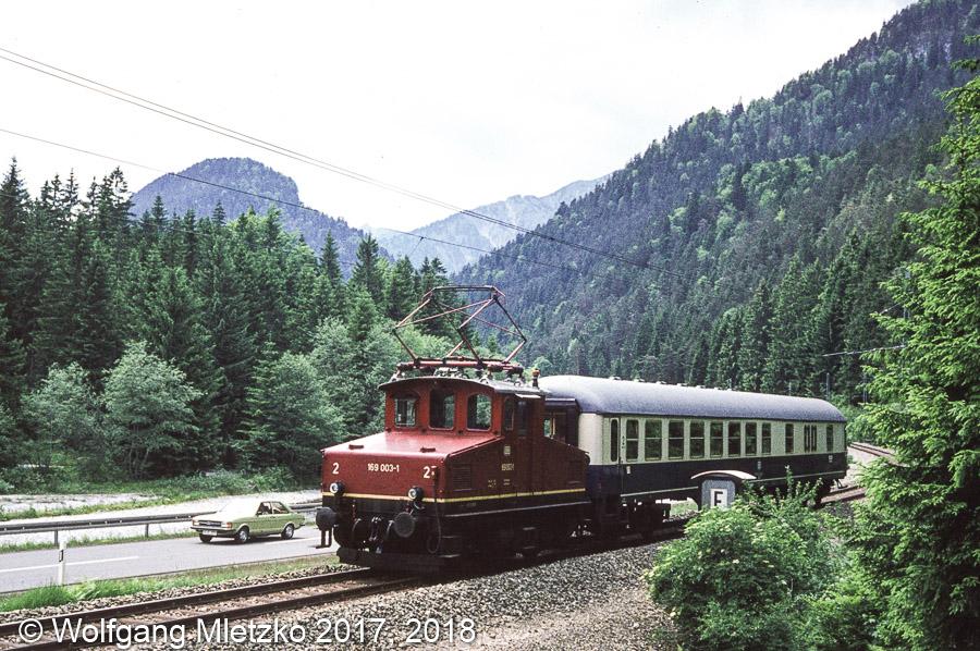 169 003-1 bei Griesen im Loisachtal am 06.06.1981