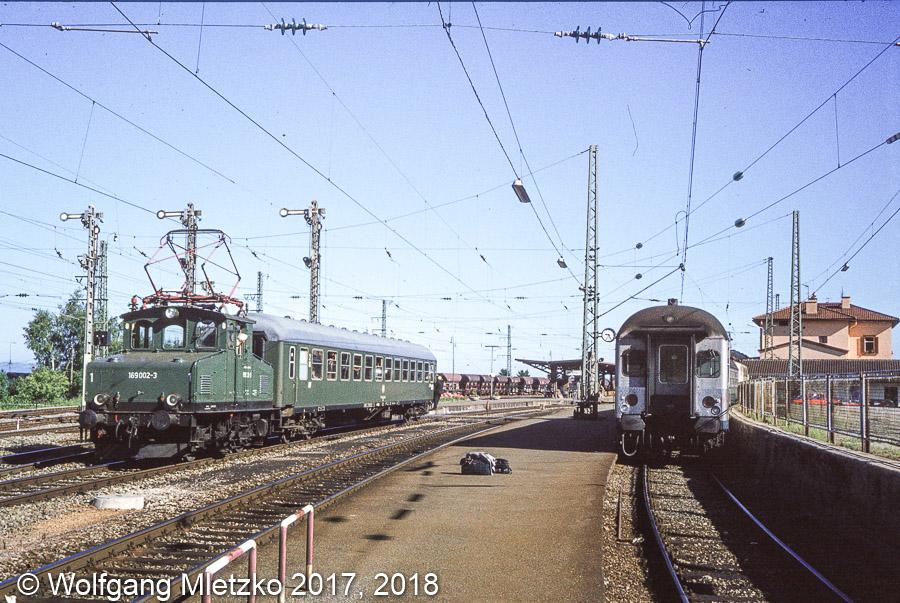 169 002-3 in Murnau mit Kurswagen am 14.07.1980